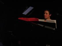 Moya begleitet den Chor
